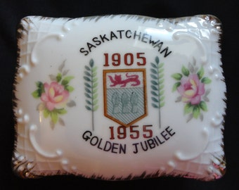 "Vintage Canada 1955 Souviner Collectible ""Saskatchewan 1905-1955 Golden Jubilee"" Porcelain Trinket Box, gold trim, embossed & ""Hand Painted"""