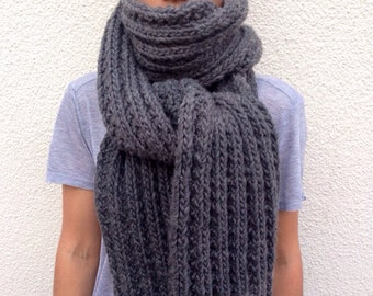 Chunky knitted Grey scarf