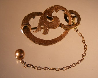 Victorian Art Nouveau Gold Wash Brooch  with Safety Chain.... Lot 3498
