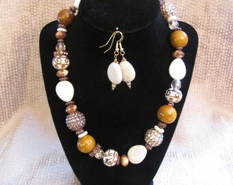 Gold and White Chunky Necklace Set