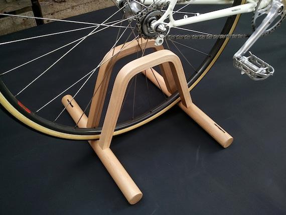 pont support v lo au sol plancher en bois bike rack. Black Bedroom Furniture Sets. Home Design Ideas