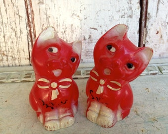 Cat Salt Pepper Shakers Cat Kitten vintage Celluloid Hard Plastic  Red and black