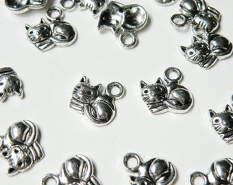 10 Sleeping Cat charms lounging kitten antique silver 14x13mm DB01288