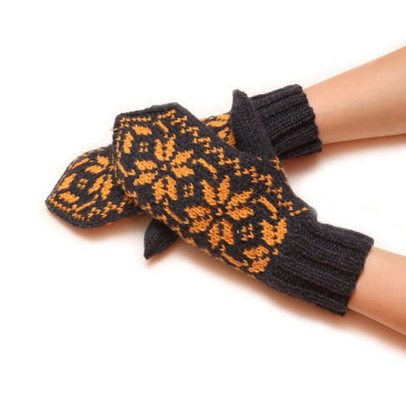Traditional patterned mittens, dark green mittens, yellow pattern, traditional mittens, warm winter mittens, warm mittens, snowflake pattern