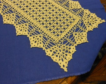 Lovely yellow victorian style table runner