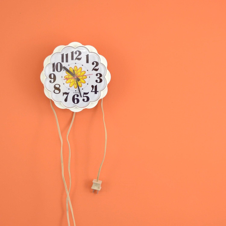 Daisy Kitchen Decor: White Timex Electric Clock