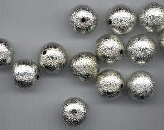 12 shiny silver textured lucite beads - 18 mm rounds