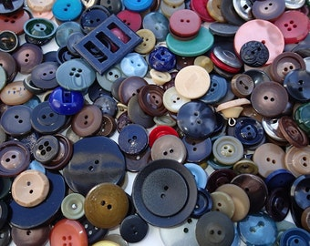 1 lb Vintage Grab Bag of Buttons 10D