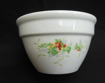 Hall Christmas Holly and Berry Small Mixing Bowl 1092 Dish Kitchenware Made in USA