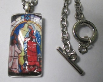 Handmade pictorial clear glass pendant necklace with silver tone chain and toggle clasp closure