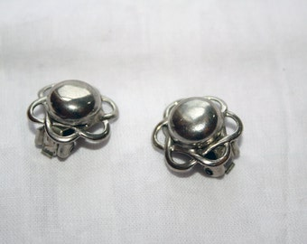 Flower Earrings Vintage in Silver Tone with a Raised Center and Clip On Back - Nouveau