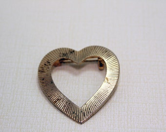 Vintage Heart Brooch in Gold Tone Pin