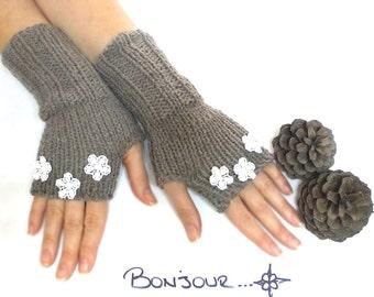 Fingerless Gloves, Hand knit fingerless gloves, Flowered Gloves, Daisy, Brown, Crochet Flowers, Boho knit glove mittens