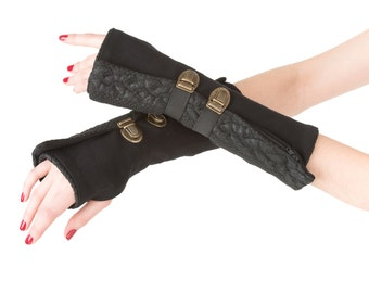 Fingerless gloves in black knit