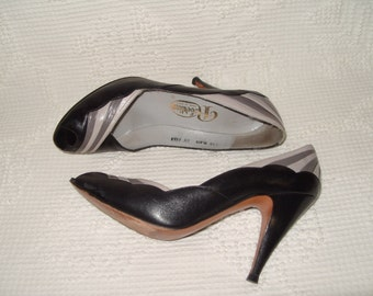 ROBERTINA Black and Grey Peep Toed Scalloped Heels Shoes 8 1/2 (Made in Spain)