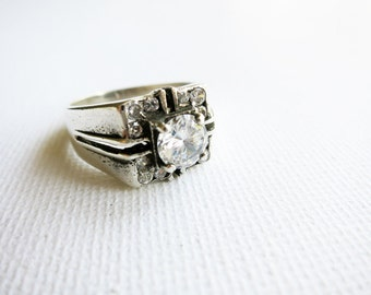 Vintage Silver Ring with Round Cubic Zirconia from the Philippines (US Ring Size 7)