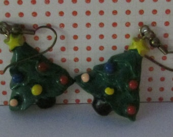 Vintage pierced dangling earrings resin Christmas tree