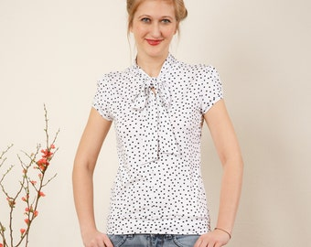 "In many different colours: Jersey shirt ""Stella"", white with black dots"