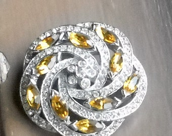 Vintage Rhinestone Brooch or Pin, Beautiful Amber Stones, Perfect Condition