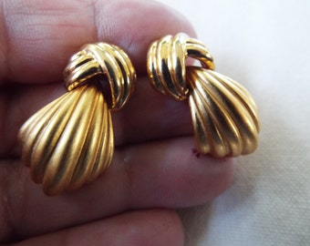 Monet brush gold dangle knot earrings