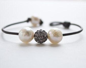 Pearl and leather bracelet - pave bracelet - pearl laether jewelry - leather and pearl - white pearl leather bracelet