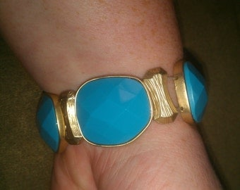 Vintage Tamina Goldtone Metal and Turquose Stone Stretch Bracelet
