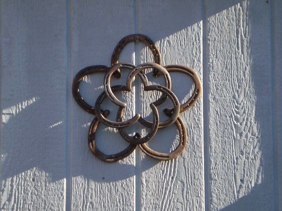 Rustic horseshoe star wreath christmas rustic decor by mdyke for Horseshoe christmas art