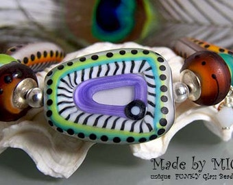 Serengeti - Hidding Zebra - Art Glass Bracelet made by Michou Pascale Anderson