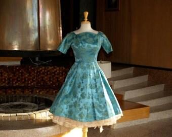 Stunning 1950s brocade dress