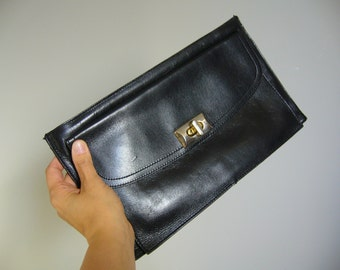 Vintage ENVELOPE CLUTCH in Black Leather/with metal hardware closure