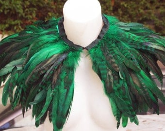 Green-black grezzed   rooster   feathers    feathers shall.Shoulders  Feathers cape . gothic decadence costume ,vintage capelet .