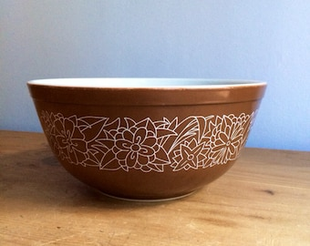 "Vintage Woodland Brown 9"" Pyrex Bowl 2.5 Quart 403 in Great Shape"