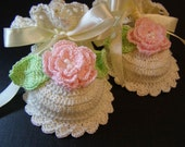 Baby bootie Ivory with soft pink roses. Pure cotton. Hand Crochet. Christening Baptism Gift.