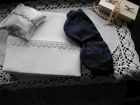 silk pillowcase(single) sleep set, silk eyemask and lavender pillow sachet in one gift set.