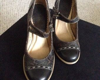 Vintage Tooled Faux Leather Mary Jane Heels Ladies Size 6.5 USA / 37 EUR /  4.5 UK