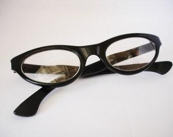 Vintage Italian Cat Eye Women's  Eyeglasses - See our huge collection of vintage eyewear