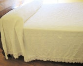 A 'Bates George Washington Choice', White Hobnail Chenille Spread - Fringed - Classic 1950s and Practical - Throw - Comforter