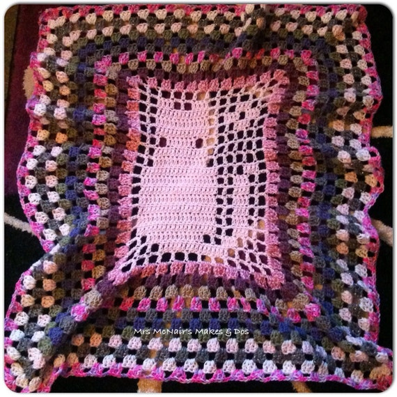 Ruffled cat detail crochet granny square stripe blanket / afghan