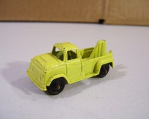 Tootsietoy Yellow Wrecker Tow Truck Diecast Vehicle, Vintage Toy