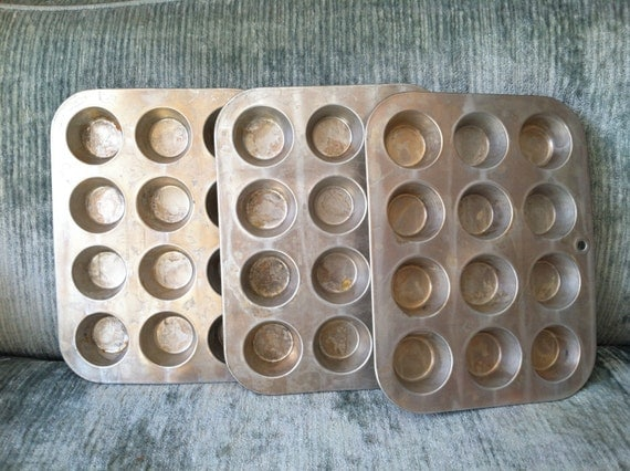 how to clean aluminum muffin tins