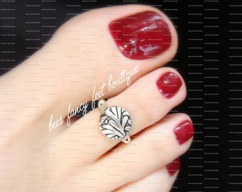 Toe Ring - Floral Leaf Pattern - Silver Metal Coin - Stretch Bead Toe Ring