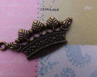 Crown charm pendant