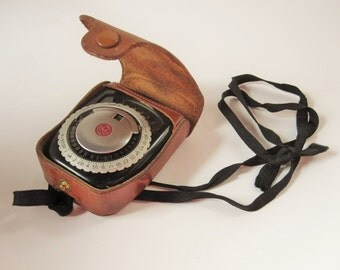 A 1960's GE Light Exposure Meter In Original Brown Leather Case - Perfect Vintage Working Condition - Vintage Camera  Accessory