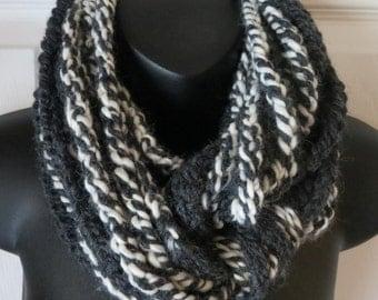 Crochet Infinity Scarf..Chunky Cowl..Cozy & Warm Neck Warmer..Black/Off White..Accessory..Unisex..Gift