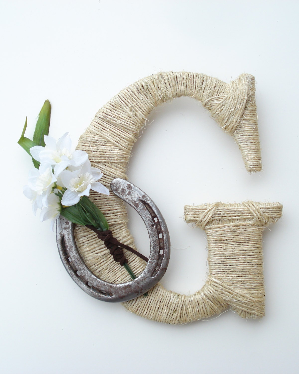 Rustic wrapped letter g rustic letter country decor twine for Letter g decoration