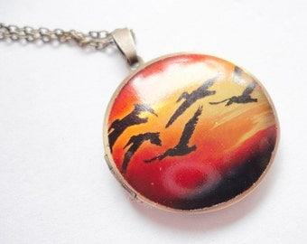 Necklace Medaillion bird flight
