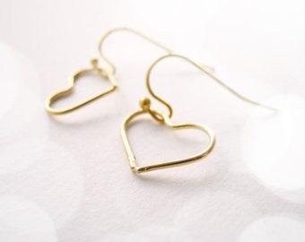 Dainty heart earrings in gold