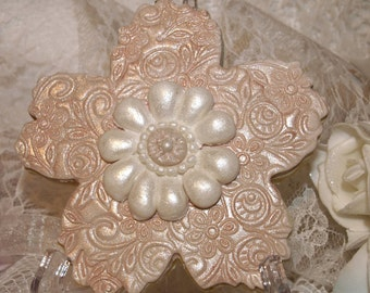 Decorated Wedding Cookie - Flower Shape