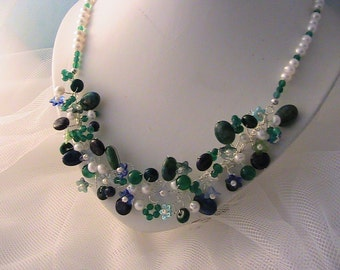 Freshwater pearl necklace with lapis lazuli and green agate