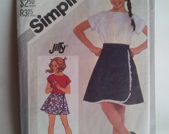 Vintage Simplicity Sewing Pattern 5556 Girl's Jiffy reversible front-wrap skirt in 2 lengths and pullover top in Size 12